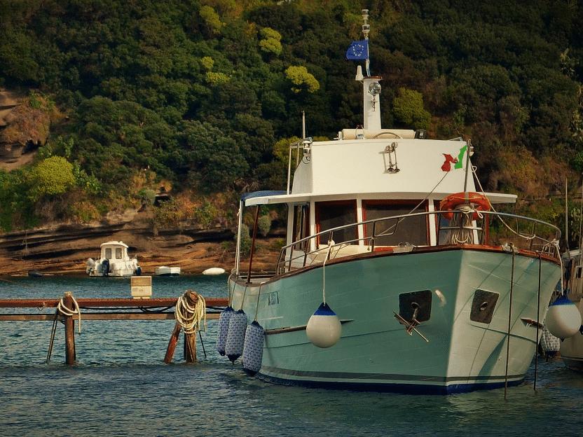 barca con skipper-noleggio-da-napoli