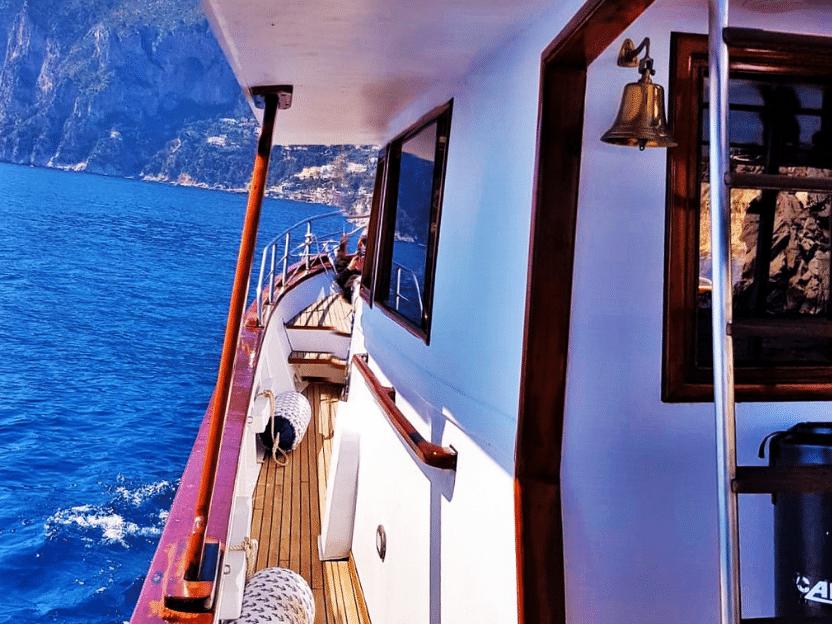 barca in noleggio_napoli